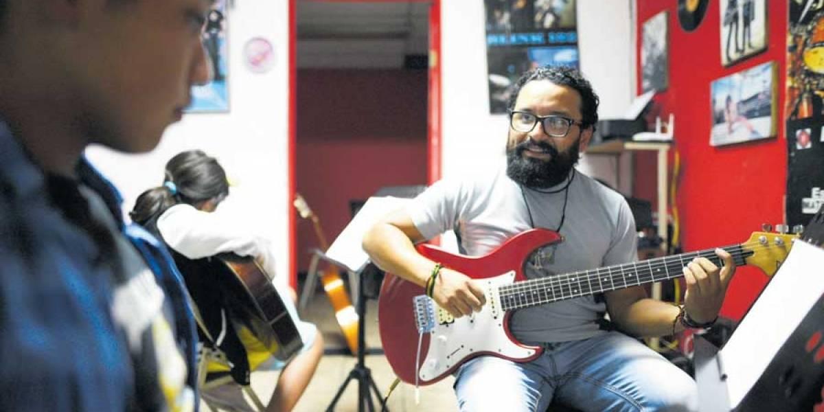 Marvin Rodas y sus cuerdas que inspiran pasión