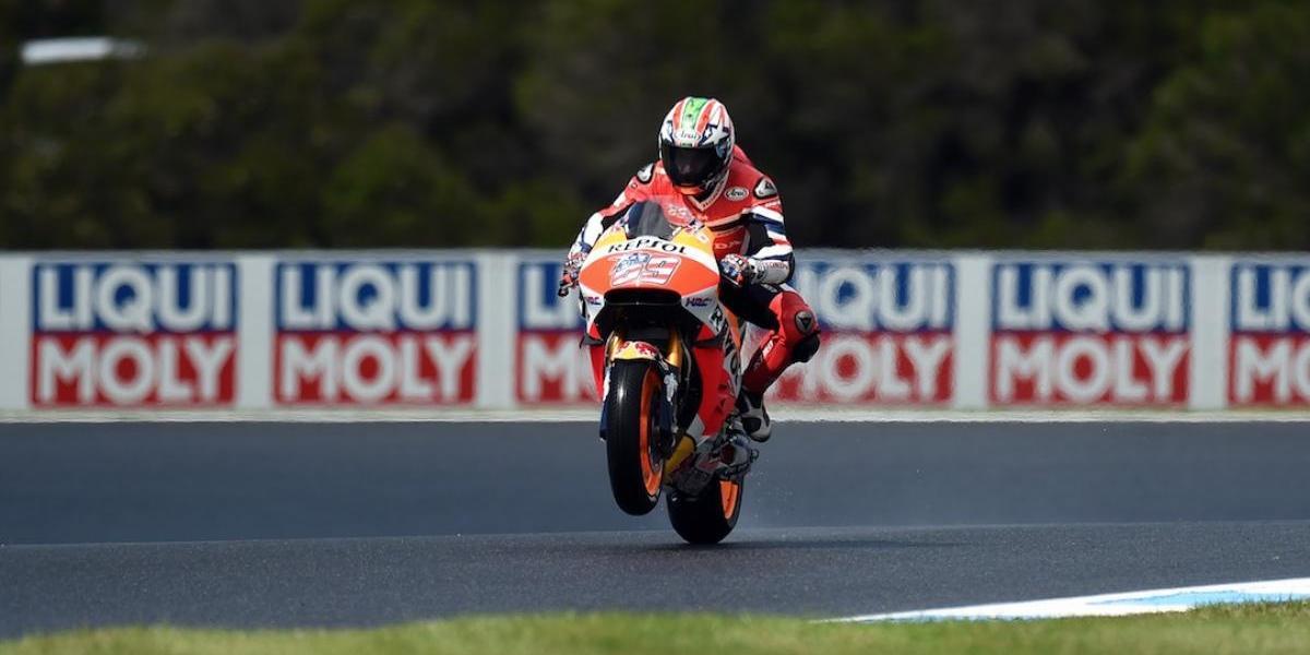 Campeón del mundo de MotoGP está entre la vida y la muerte