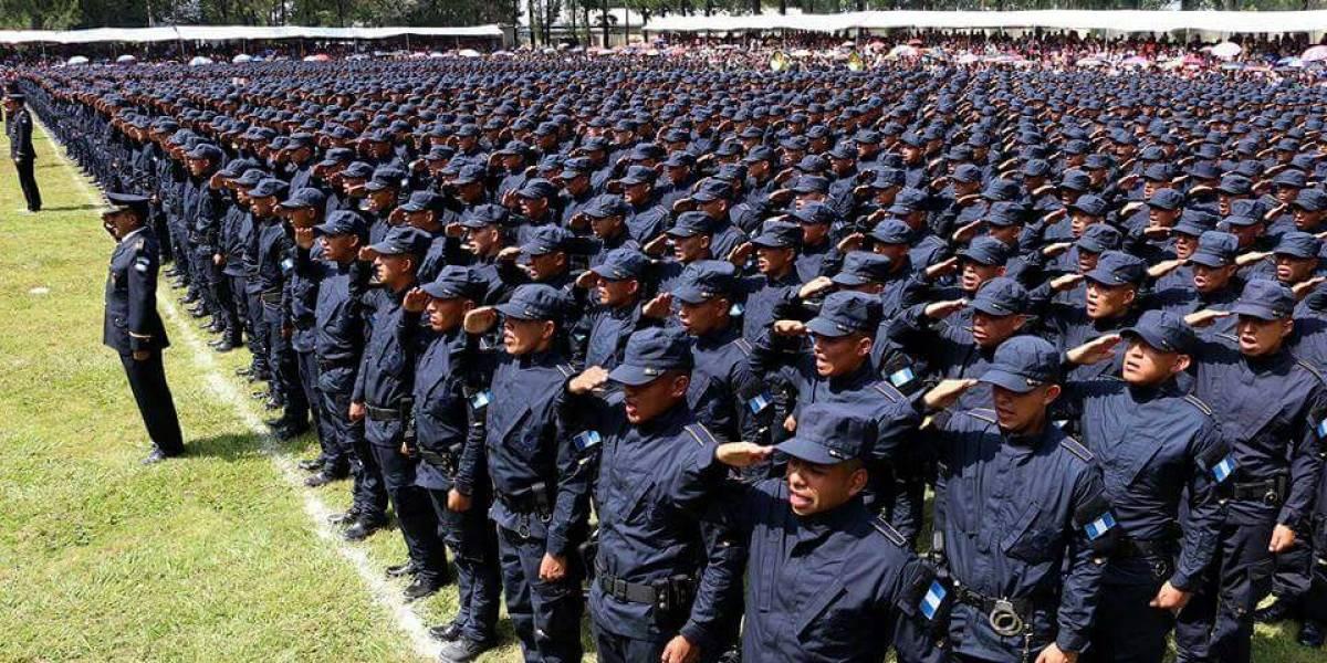 Realizan retiro honroso de 18 mandos de la Policía Nacional Civil
