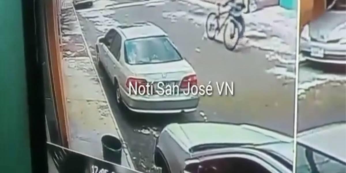 VIDEO. Denuncian a mujer que utiliza a una menor para robar en residencial de Villa Nueva