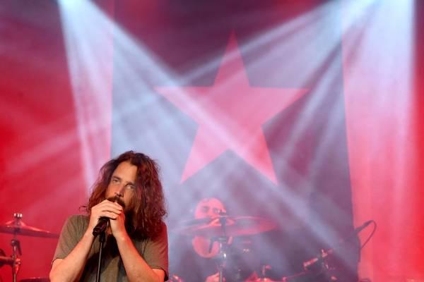 Eddie Vedder habla de muerte de Chris Cornell