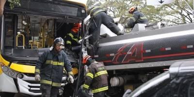 Acidente com caminhão, ônibus e dois carros deixa 10 feridos na zona leste de SP