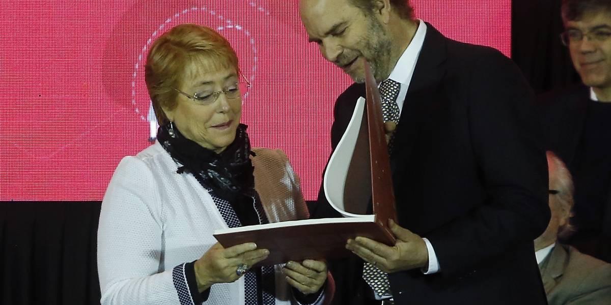 Bachelet recibe nueva Estrategia Nacional de Ciencias, Tecnologías e Innovación