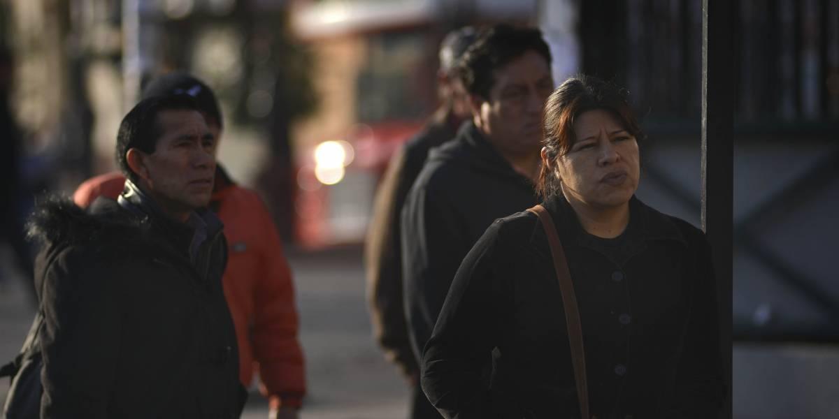 """La mayoría de los chilenos """"anti-inmigración"""" no han interactuado con extranjeros"""