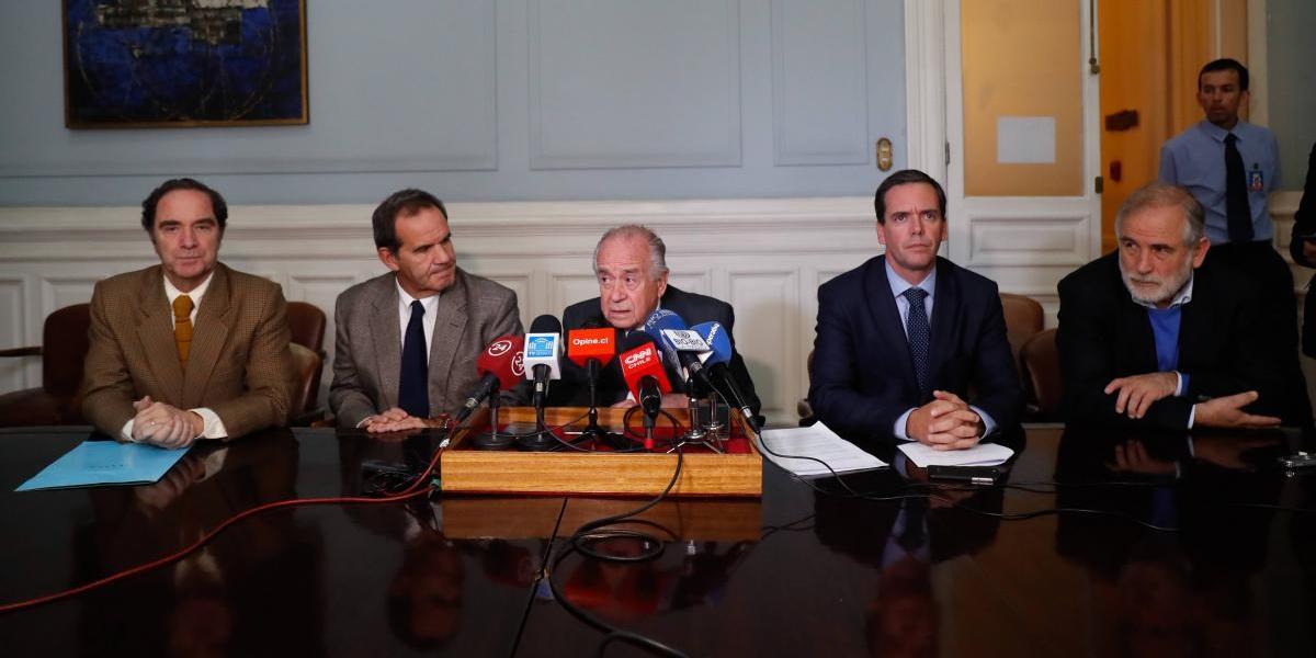 Desde la UDI al PS: senadores proponen avanzar a un sistema de gobierno semipresidencial