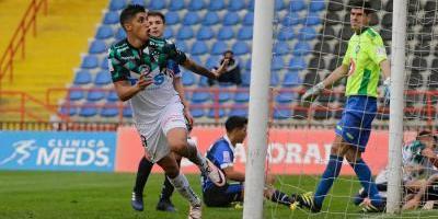 Un hat-trick de Rubén Farfán impulsó a Wanderers en goleada sobre Huachipato