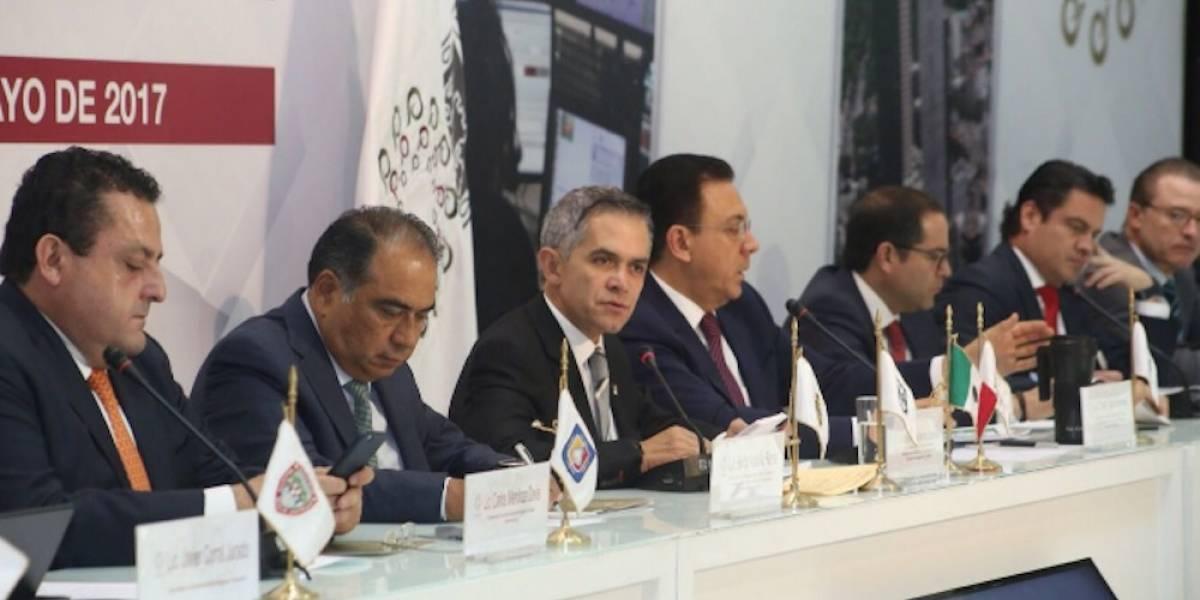 """Conago busca acuerdos contra """"huachicoleros"""" y en defensa a periodistas"""