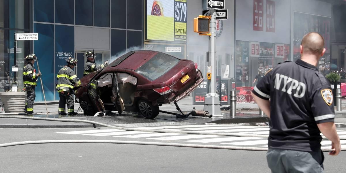 Carro avança sobre pedestres na Times Square, em Nova York; ao menos 1 morreu