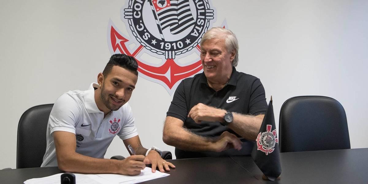 Clayson promete dribles e assistências na chega ao Corinthians