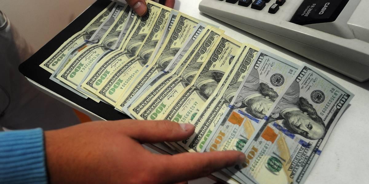 Crisis políticas en Brasil y EEUU llevan al dólar a subir $7