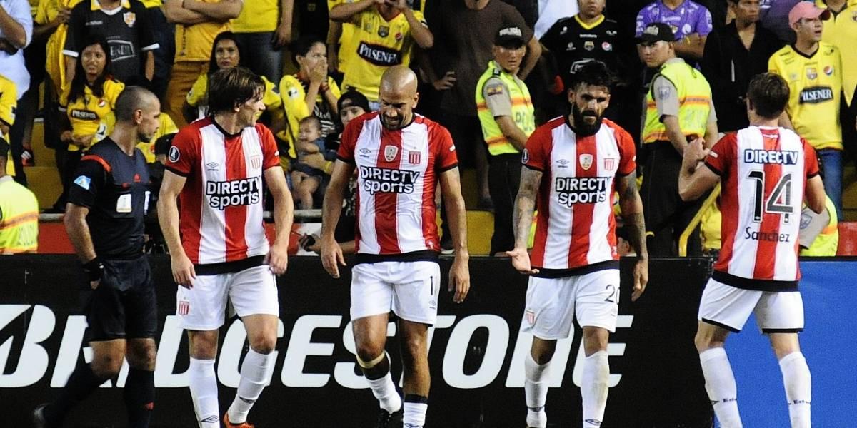 Estudiantes de La Plata se vengó de Barcelona con goleada