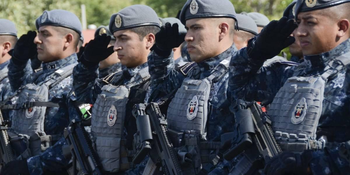 Tres sujetos asaltan camión con 29 gendarmes en la Autopista del Sol