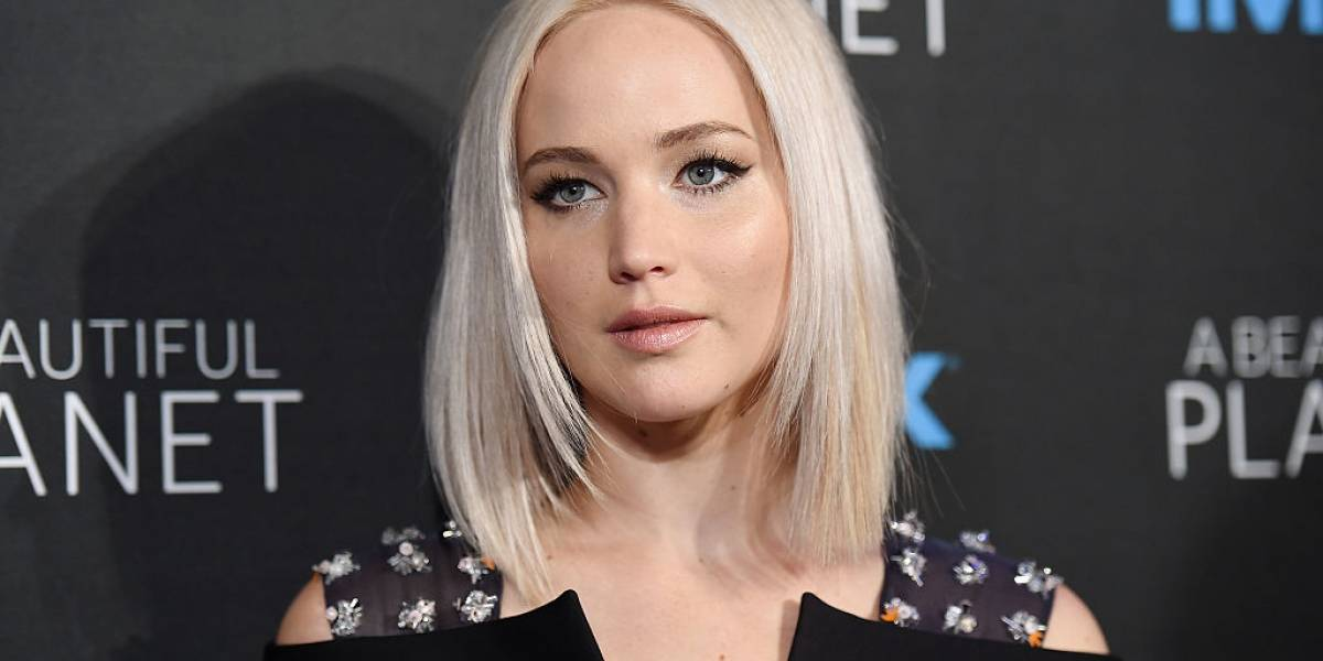 Captan a Jennifer Lawrence alcoholizada y bailando en un bar de strippers