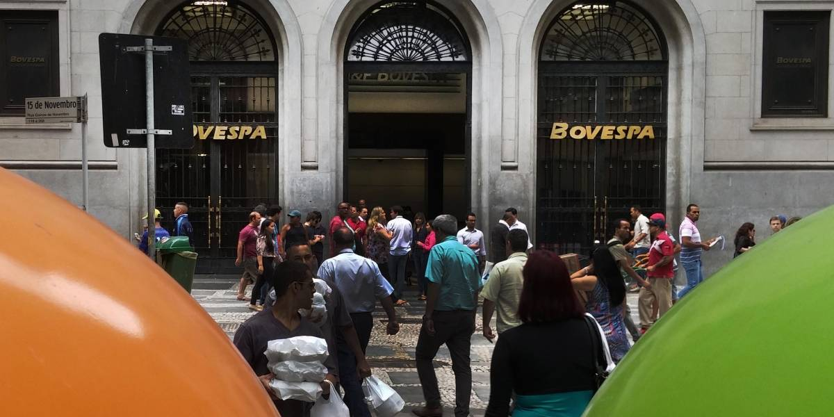 Circuit breaker: Bovespa paralisa pela terceira vez nesta semana após queda de 11,65%