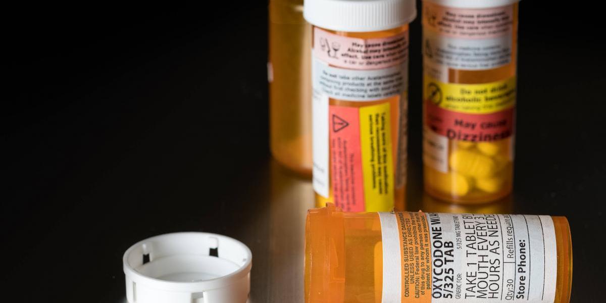 Buscan protocolo para manejo de medicamentos expirados tras huracán
