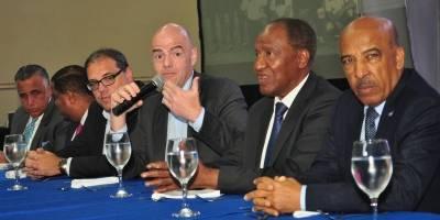 Infantino ratifica su compromiso con fútbol de RD
