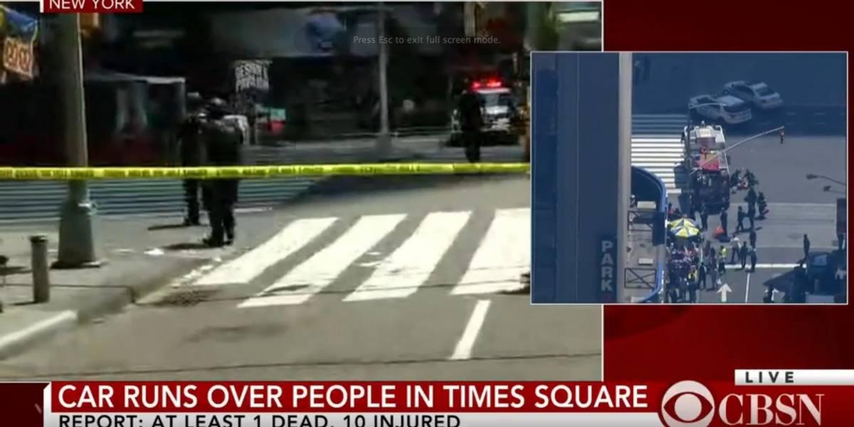 Carro arrolla transeúntes en Times Square en Nueva York