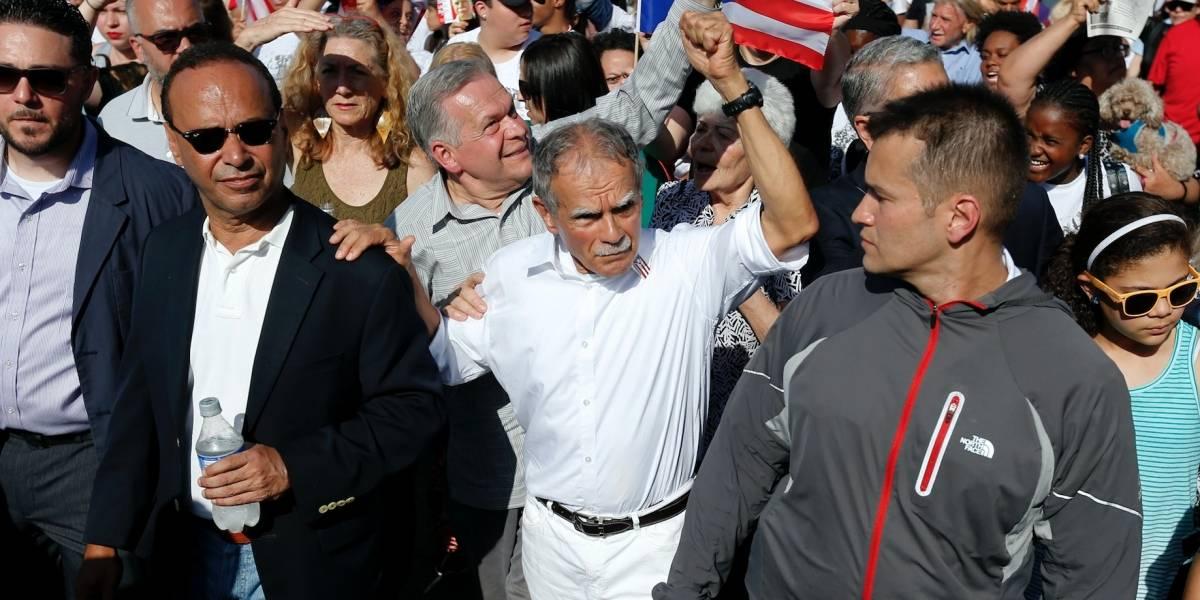 Llaman terrorista a Oscar López en pleno recibimiento en Chicago