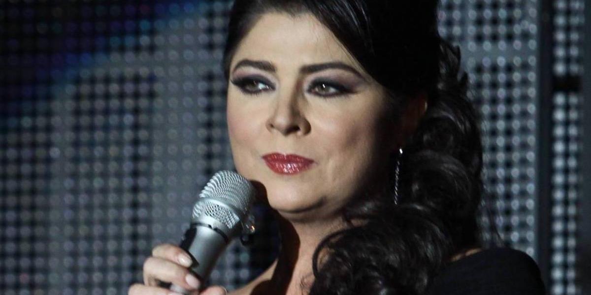 Victoria Ruffo causa sensación por borrar a Eugenio Derbez de foto