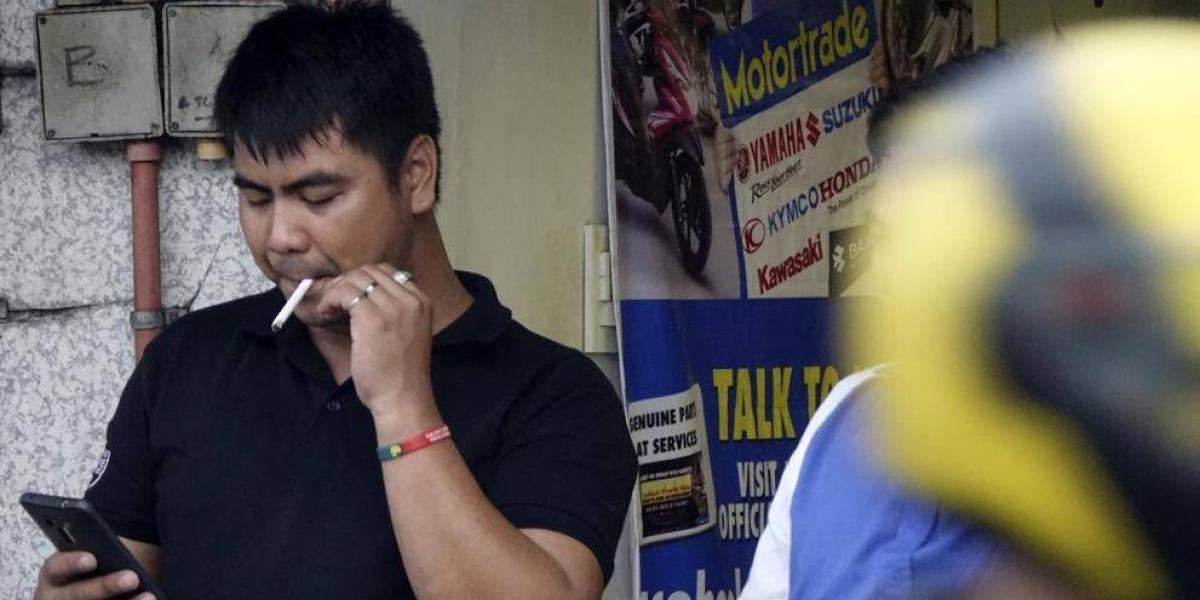 La polémica medida de Duterte contra las drogas: Fumar en la calle llevará a los filipinos a la cárcel