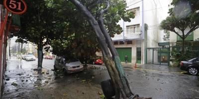 Manhã de chuva em SP tem alagamentos e recorde de trânsito