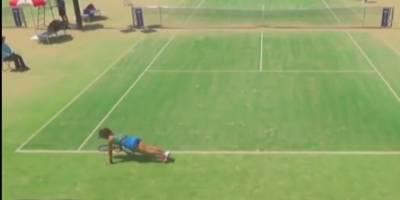 VIDEO: Tenista realiza lagartijas en plena competencia