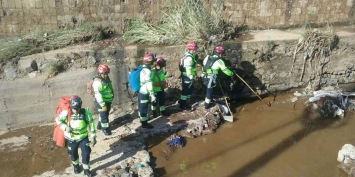 Reanudan búsqueda de niño desaparecido tras deslizamiento en Villa Nueva
