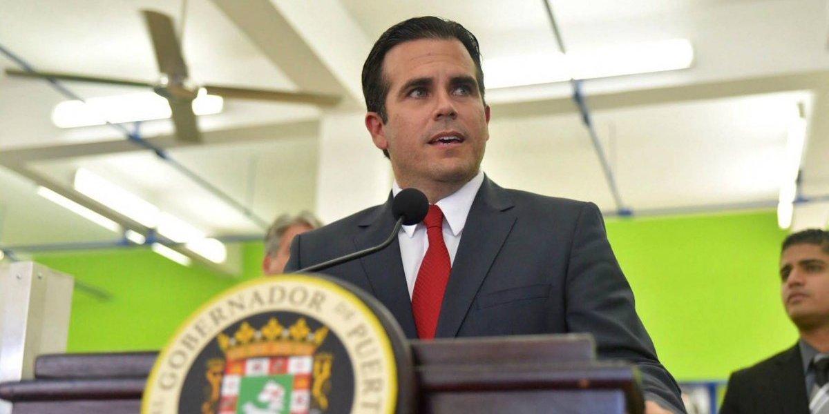 Gobernador firma medidas a favor de artistas y artesanos