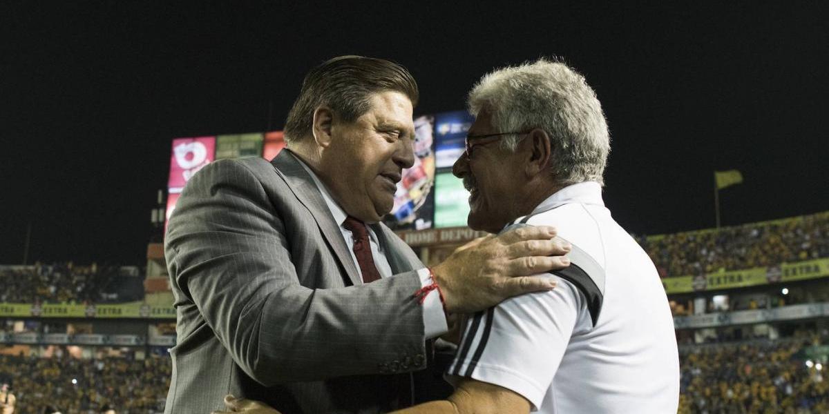 VIDEO: Jugador de Tigres se burla del 'Piojo' Herrera y 'Tuca' Ferretti