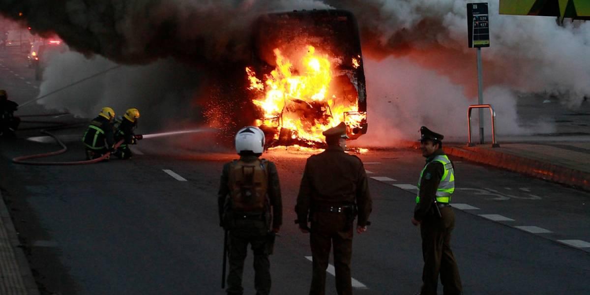Bus de pasajeros se incendia en caletera de General Velásquez