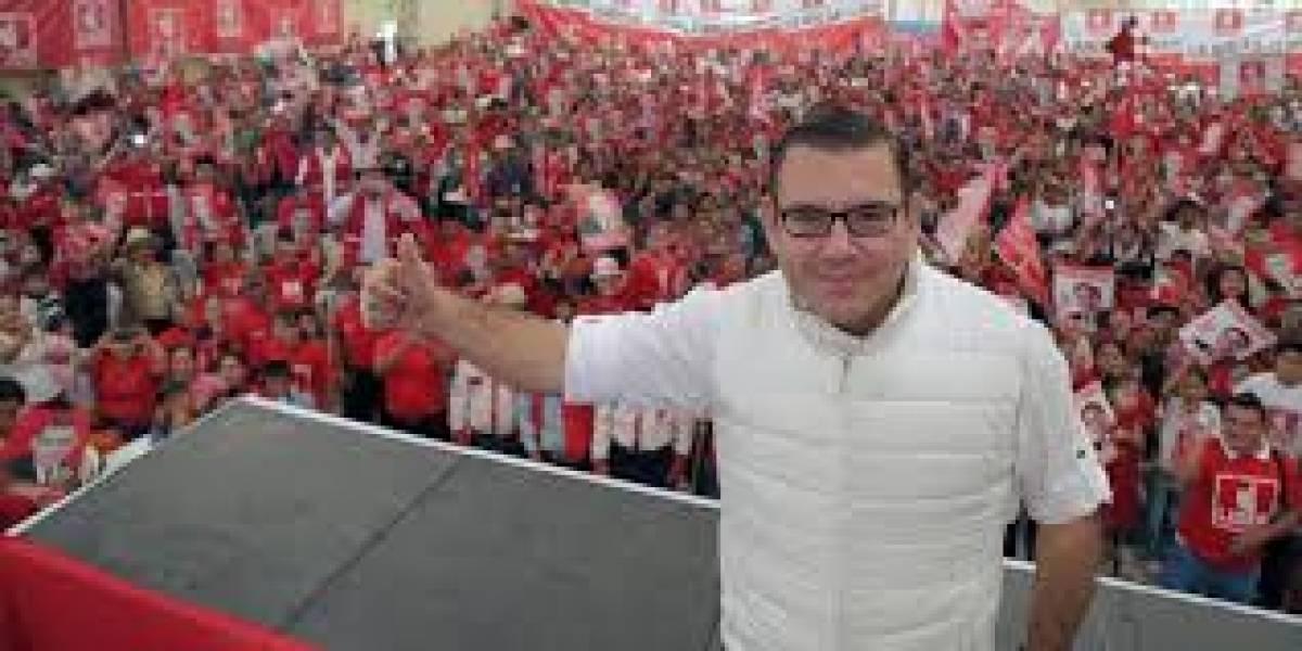 Manuel Baldizón muestra su nuevo look en un video en Facebook