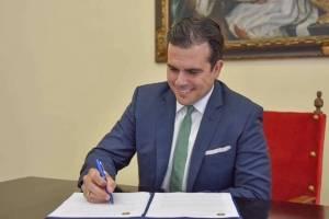 Gobernador firma enmiendas al Código Penal