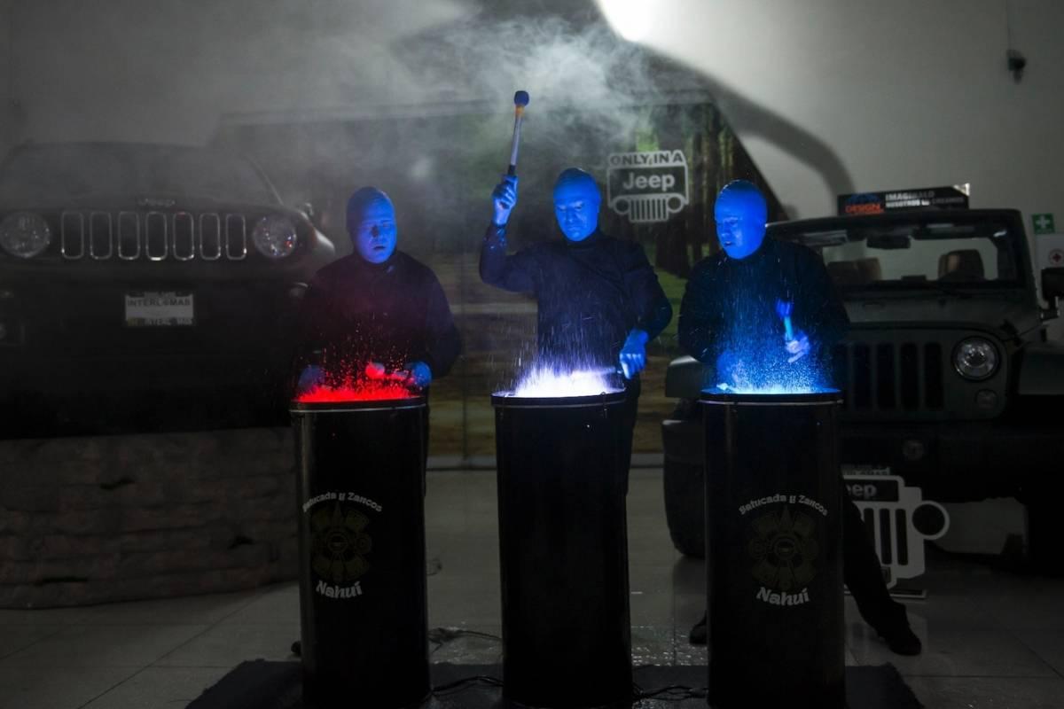 La presentación fue amenizada por los personajes del performance Blue Man Show. JDS