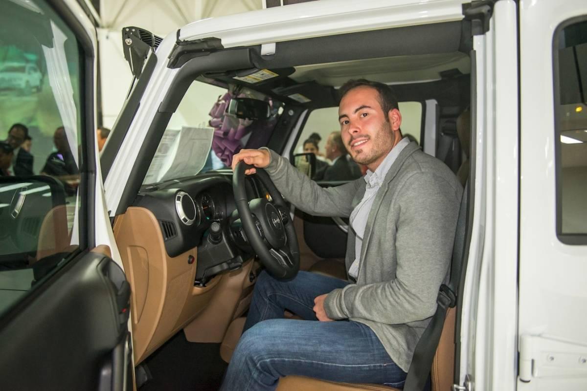 Esteban Rojas conociendo el Jeep Renegade a detalle JDS
