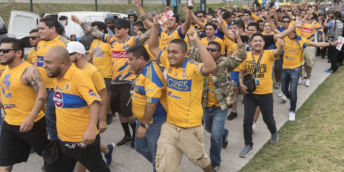 VIDEO: Aficionados alientan a Tigres al ritmo de Maluma