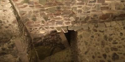 Arqueólogos descubren ofrenda con oro en Templo Mayor