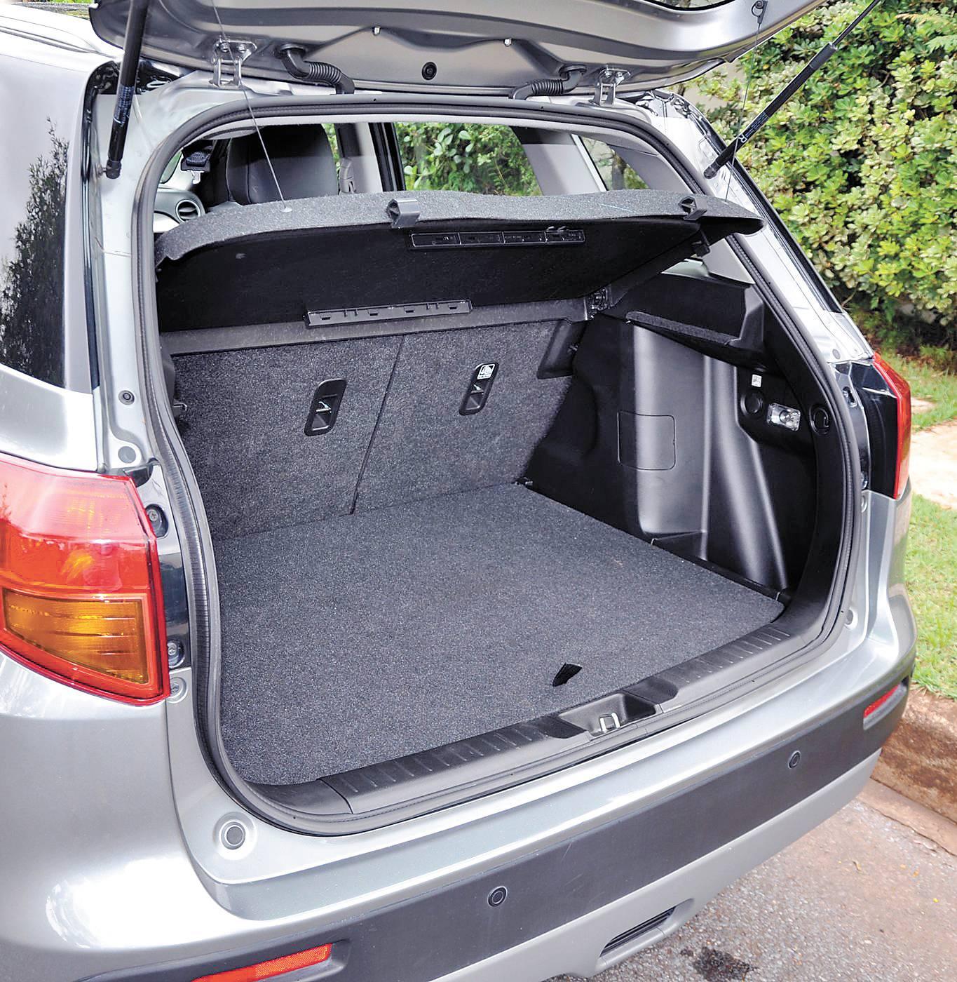 Porta-malas tem capacidade para até 1.120 litros com os assentos rebatidos | Sérgio Melo/ Autopapo