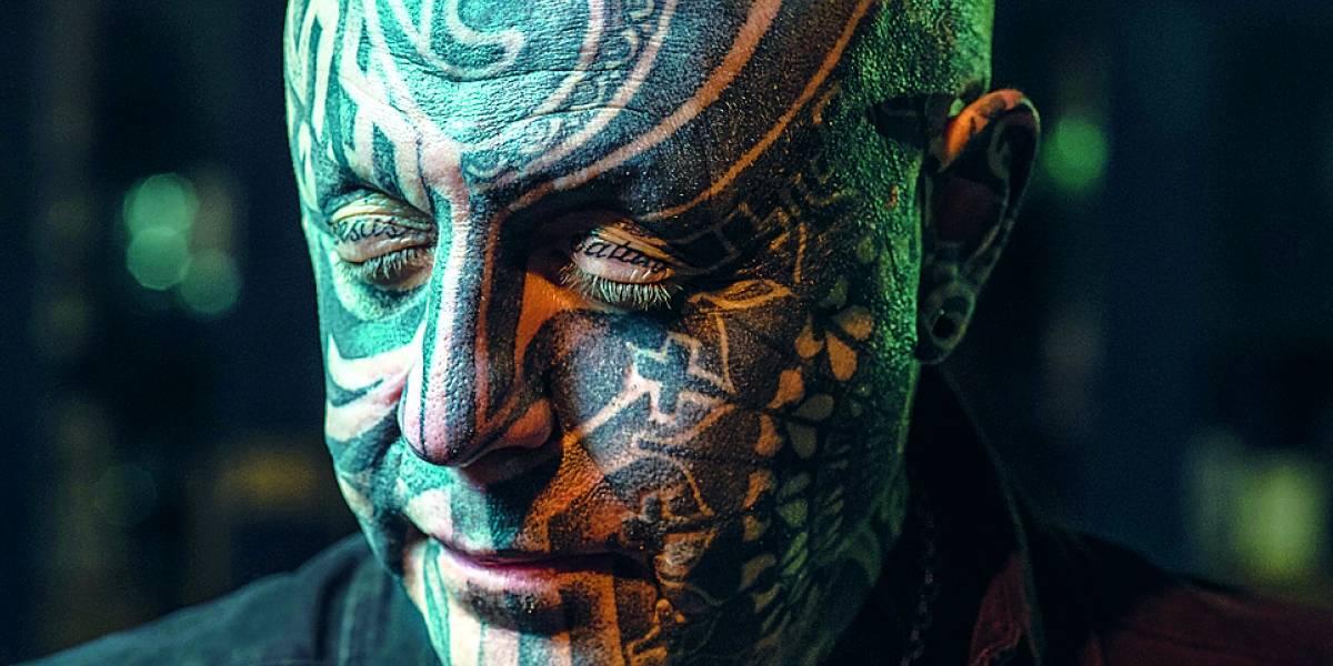 Pessoas tatuadas transpiram até 50% menos que as demais, diz estudo