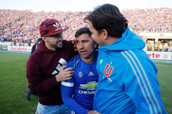 David Pizarro celebra su primer título oficial en Chile al quedarse con el Clausura 2017 con la U / Agencia UNO