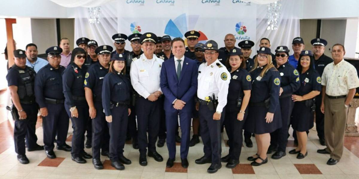 Alcalde de Cataño equipa a policía municipal