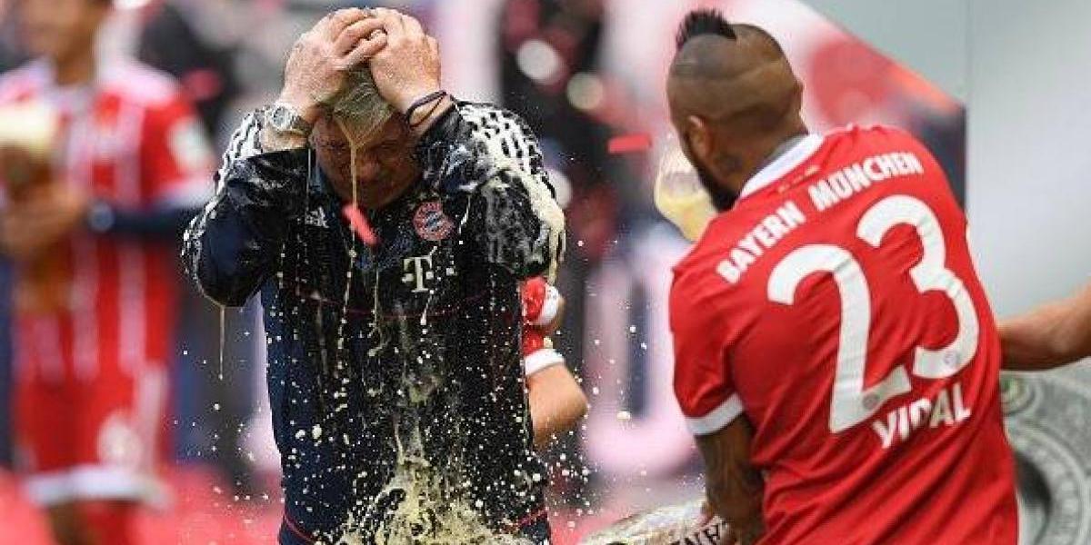 La guerra de cerveza entre Vidal y Ancelotti en la celebración del Bayern