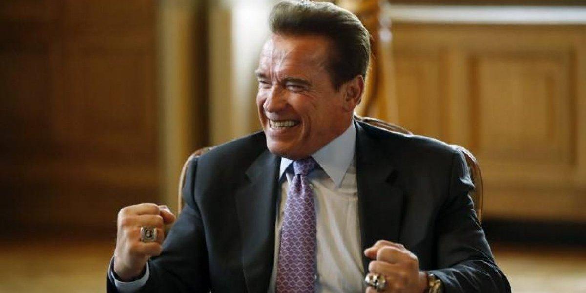 Por primera vez captan a Schwarzenegger abrazando a su hijo de origen guatemalteco