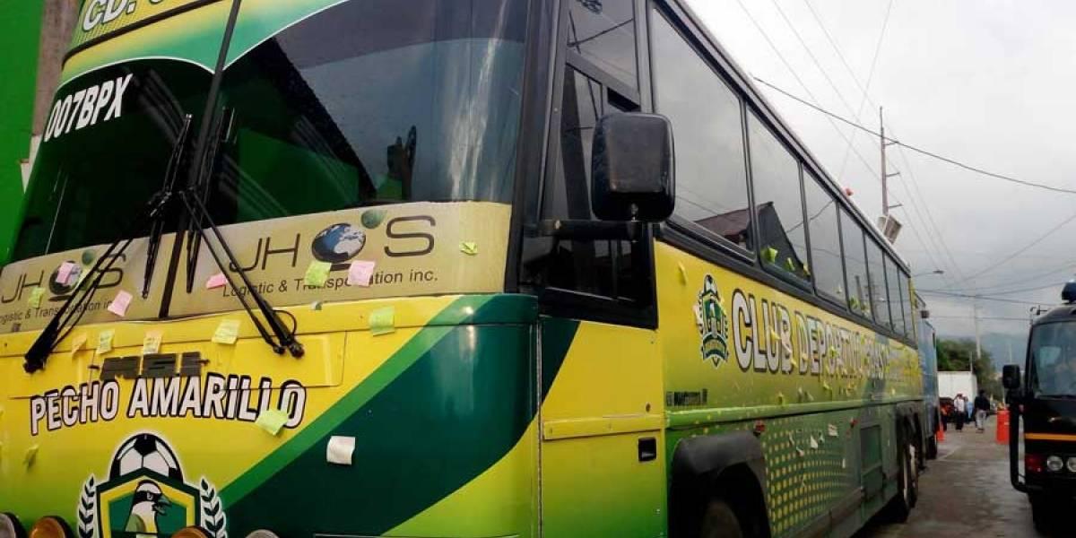 Guastatoya viajó con el corazón de sus aficionados, pegado al bus