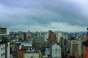 Previsão do tempo: Temperatura tem leve elevação e deve chover em São Paulo