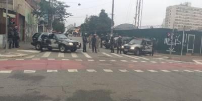 Cerca de 500 policiais fazem megaoperação na cracolândia em SP