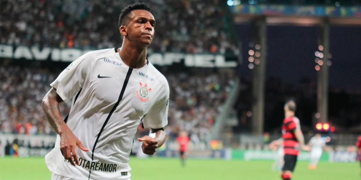 Com gol de Jô d14fc85ea2f83