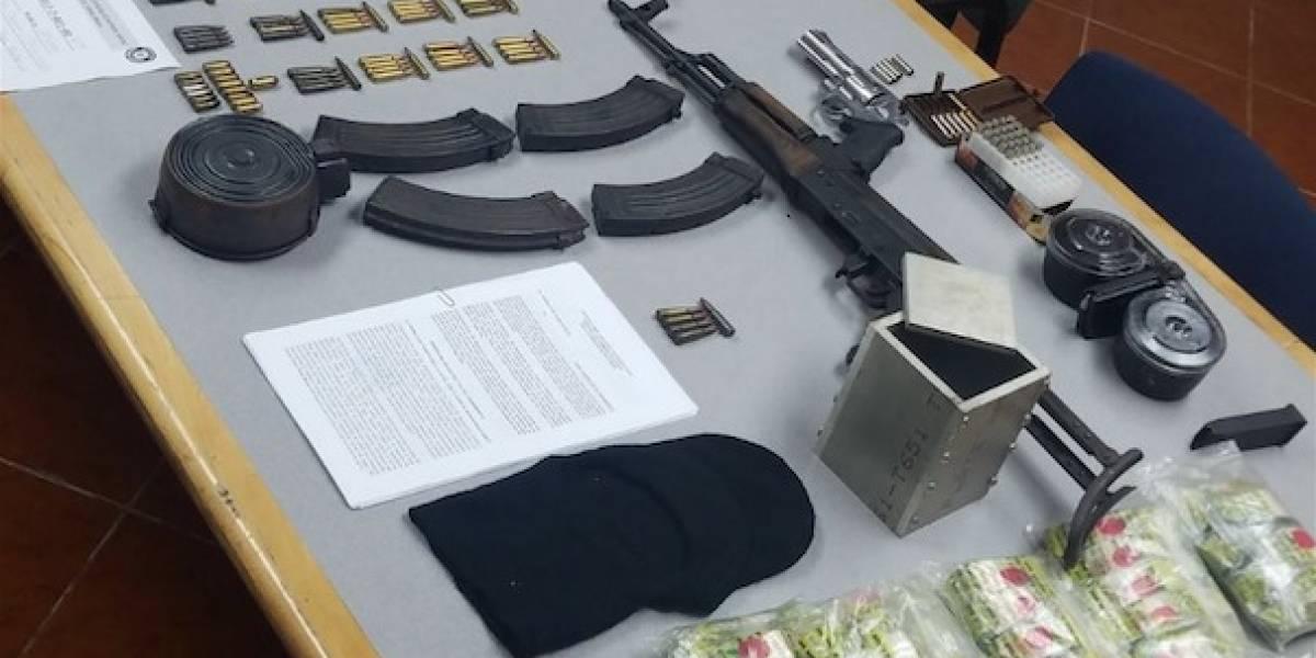 Policía ocupa arsenal en tres allanamientos en Vega Baja
