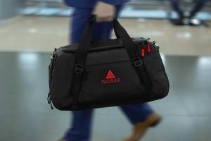 Esta maleta limpiará tu ropa olorosa del gimnasio con un click