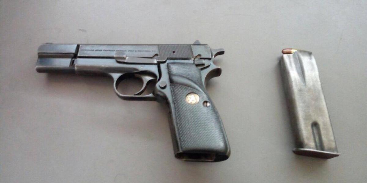 Sorprenden a menor con un arma en colegio de la zona 14