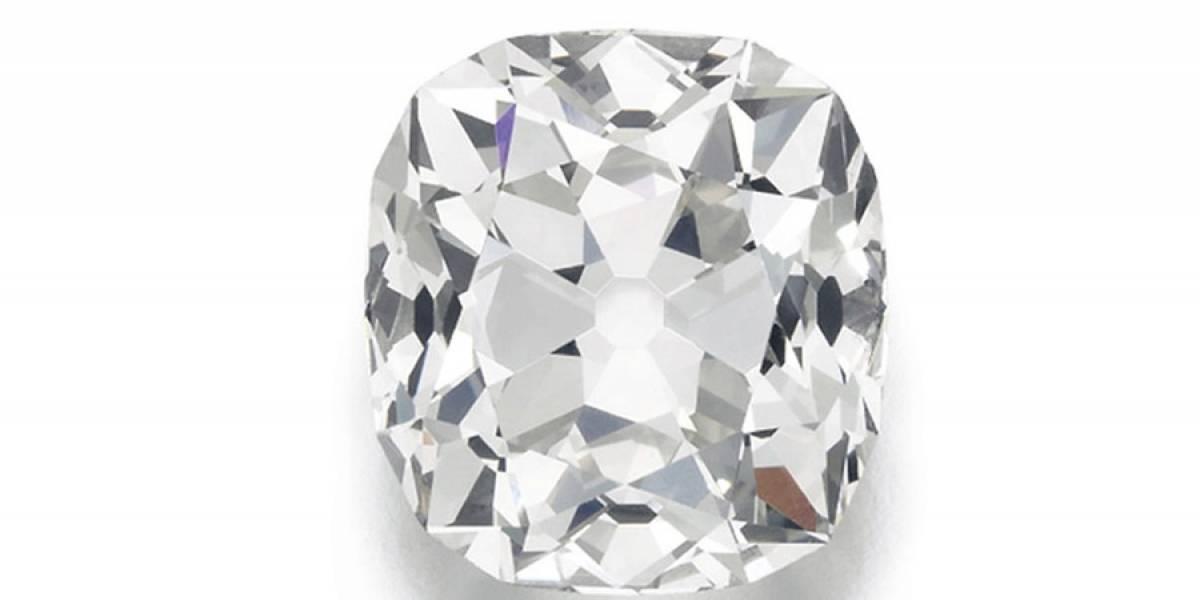 Subastan anillo de diamante comprado en mercado de pulgas hace casi 30 años